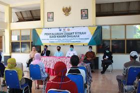 Photo of Ketua Baznas, H.Achmad Muzammil Salurkan Ribuan Zakat Fitrah