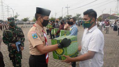 Photo of Lantamal V Beserta PT. PELINDO III (PERSERO) Sumbang Para Pedagang Kaki Lima Terdampak Covid – 19 200 Paket Sembako