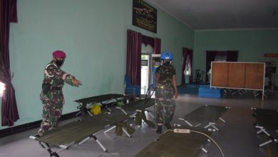Photo of Cegah Covid -19 Prajurit Yonmarhanlan V Terus Semprotkan Cairan Desinfektan