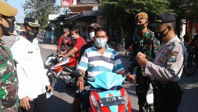 Photo of Muspika Balonpanggang Berikan Masker Secara Gratis Bantuan Dari Pemprov Jatim