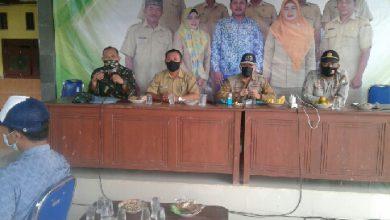 Photo of Berkas Calon Kasi Pelayanan Desa Brangkal Di Verivikasi oleh Panitia P3D