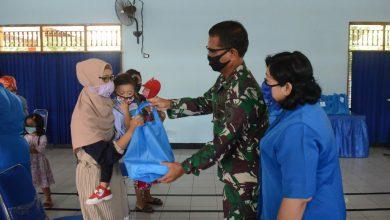 Photo of Wakil Ketua Dharma Pertiwi Daerah – J Besarta Jalasenastri Cabang 10 Korcab V DJA II Bagikan Spesifik Kepada Wanita Lansia Dan Anak