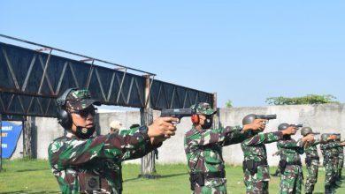 Photo of Asah Kemampuan Menembak, Danyonmarhalan V Pimpin Latihan Menembak Pistol