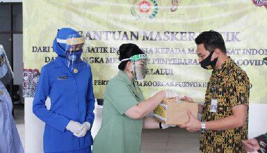 Photo of Melalui Dharma Pertiwi Daerah G Jalasenastri Lanal Cilacap Bagikan Masker Batik Kepada Masyarakat