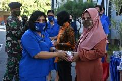 Photo of Putus Mata Rantai Covid-19 Dharma Pertiwi Daerah J Bersama Jalasenastri Cab 10 Korcab V DJA II Bagikan Paket Sembako