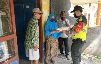 Photo of Dalam Rangka HUT Bhayangkara Polsek Balongpanggang Salurkan Bantuan Polres Gresik Berikan Sembako