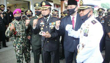 Photo of Komandan Lanal Banyuwangi Beri Kejutan Kepada Kapolresta Banyuwangi