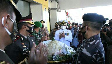 Photo of Hari Bhayangkara Ke – 74 Polres Cilacap Lanal dan Kodim 0703/Cilacap Berikan Nasi Tumpeng