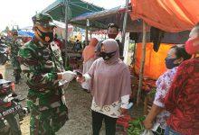 Photo of Danramil Balongpanggang Bagikan Masker Bantuan Panglima TNI untuk Rakyat