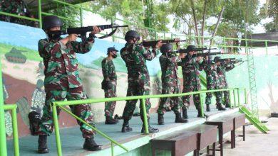 Photo of Asah Kemampuan Naluri Tempur, Prajurit Lanal Banyuwangi Gelar Latihan Menembak