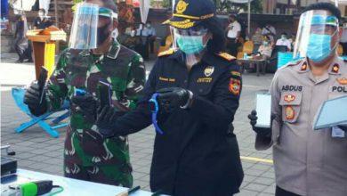 Photo of Lanal Denpasar Hadiri Pemusnahan Barang Bukti Hasil Operasi Terhadap Barang illegal Di Kantor Bea Cukai Denpasar
