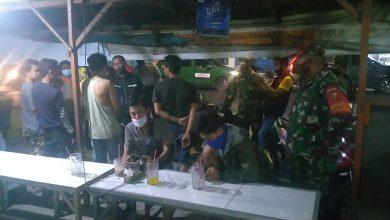 Photo of Danramil Driyorejo Laksanakan Operasi Penegakkan protokol Kesehatan Di Wilayahnya