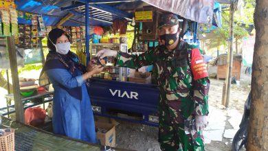 Photo of Gerakan Pakai Masker Danramil 0817/13 Bersama Muspika Gandeng Komunitas Dan Pemuda Karangtaruna