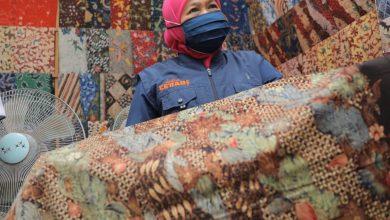 Photo of Kunjungi Sentra Penjualan Batik Tanjung Bumi, Gubernur Khofifah : Alhamdulilah, Penjualan Batik Mulai Normal Sejak Akhir Mei Hingga Juli