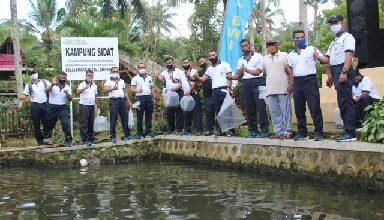 Photo of Perkuat Ketahanan Pangan, Lanal Banyuwangi Sebar Benih Ikan Sidat dan Nila
