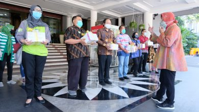 Photo of Wali Kota Risma Bagikan Rapid Test ke 23 Rumah Sakit