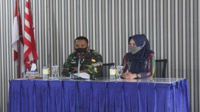 Photo of Anggota Militer Dan PNS Beserta Ibu-Ibu Jalasenastri Terima Jam Komandan