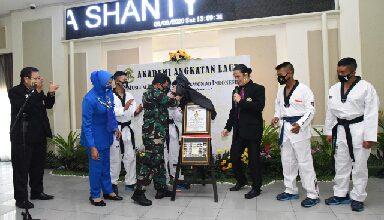 Photo of AAL Terima Piagam MURTI Kategori Lembaga Pendidikan Militer Pertama Latihan dan Demontrasi Taekwondo BO Staff
