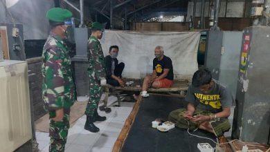 Photo of Koramil 0817/11 Duduksampeyan Secara Kontinyu Menghimbau kepada Masyarakat Binaanya untuk Sadar Bermasker dan Mematuhi Protokol Kesehatan