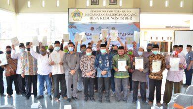 Photo of Wabup Gresik Serahkan 90 Sertifikat Wakaf Masjid, Mushollah dan Ponpes