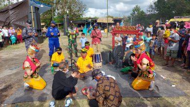 Photo of Pos TNI AL Blimbingsari Memeriahkan Tradisi Larong Sesaji Petik Laut Tahun 2020