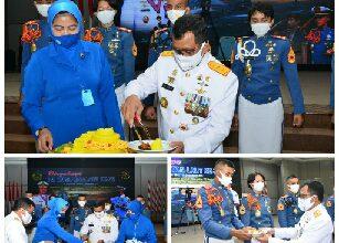 Photo of Doa dan Potong Tumpeng Warnai Peringatan Hari Jadi TNI AL ke-75 di AAL