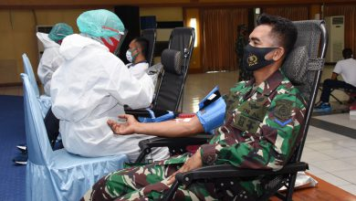 Photo of Sambut HUT TNI Ke-75 Tahun 2020 Prajurit dan PNS Kodiklatal Laksanakan Donor Darah