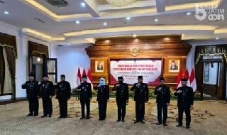 Photo of Kukuhkan Enam PJS Bupati dan Walikota, Gubernur Khofifah Minta Konsolidasi Demokrasi Pilkada Serentak Seiring Dengan Pengendalian Covid-19