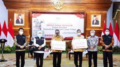 Photo of Serahkan Kredit Dana Bergulir, Gubernur Khofifah Optimis UMKM Jatim Segera Bangkit