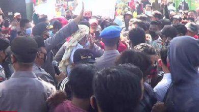 Photo of Wartawan Mingguan  Probolinggo Demo Ke Kejaksaan Negeri Kraksan,  Meminta Agar Jangan Diskriminasi
