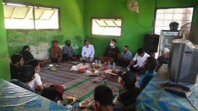 Photo of Ketemu Warga Wringinanom, Qosim-Alif Bicarakan Pentingnya Penghijauan dan Pengelolaan Sampah
