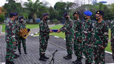 Photo of Danlantamal V Berikan Penghargaan Kepada Prajurit Berprestasi
