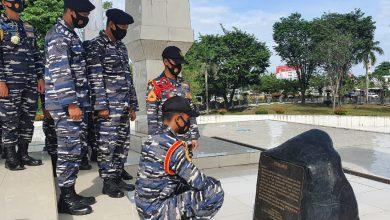 Photo of Bersama Prajurit KRI Fatahilah -361, Taruna AAL Ziarah dan Tabur Bunga di Makam Hasan Basry