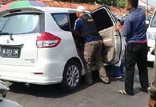 Photo of Penggerebakan Mobil Di Duga Bawa Shabu Shabu Viral Di Medsos