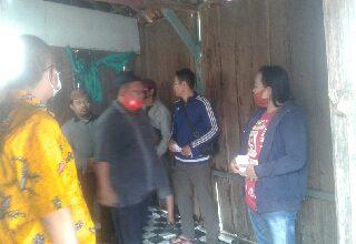 Photo of Ketua DPD Partai Golkar Berikan Santunan Kepada Janda Yang Rumahnya Roboh
