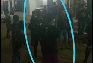 Photo of Video Penggeledahan Rumah Terduga Bandar Narkoba,Petugas Mendapat Perlawanan Dari Warga