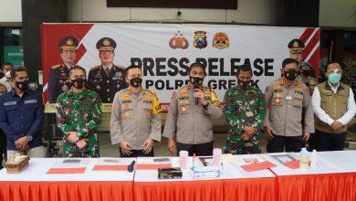 Photo of Waka Polda Jatim Pimpin Press Release Ungkap Kasus Hoax Kasdim 0817/Gresik