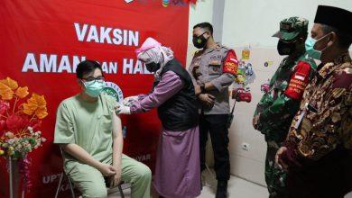 Photo of Kapolsek Manyar Bersama Forkopimcam Keliling Puskesmas, Beri Motivasi Nakes Penerima Vaksin Covid-19