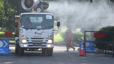 Photo of Gandeng PMI Surabaya Kodiklatal Adakan Penyemprotan Disinfectan Kesatrian