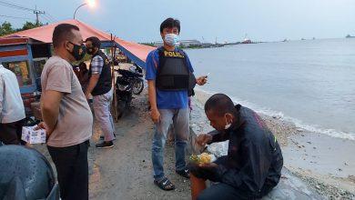Photo of Petugas Polsek Ujungpangkah Berhasil Membujuk Orang Yang Depresi