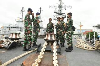 Photo of Orientasi Satuan TNI AL Wilayah Surabaya, Kopral Taruna AAL Tingkat l Kunjungi Koarmada ll