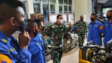 Photo of Gubernur AAL Tinjau Latihan Praktek Taruna Korps Teknik Bongkar Pasang Mesin Diesel