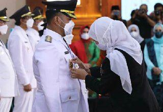 Photo of Usai Dilantik, Pasangan Bupati Dan Wakil Bupati Gresik Siap Wujudkan 9 Nawakarsa