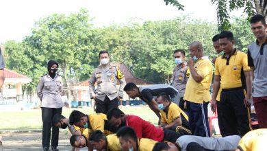 Photo of Di Dampingi Wakapolres,Kapolres Sampang Pantau Pelaksanaan TKJ Personil Polri Dan PNS Polri Di Lapangan Wijaya