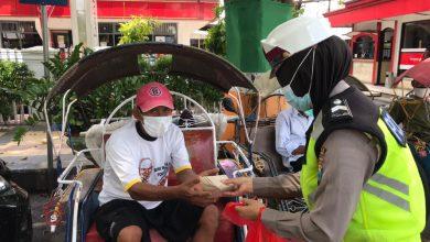 Photo of Dapur Umum di Wisma Kapolres Lumajang 'Tali Sambung' Polri dan Masyarakat Melalui Jum'at Berkah