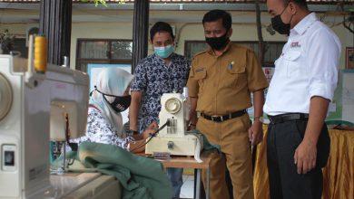 Photo of SIG Berikan Pelatihan Menjahit dan Beternak di Gresik dan Rembang