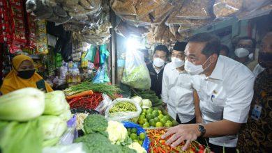Photo of Kunjungi Pasar Wonokromo, Menteri Perdagangan Puji Stabilitas Harga Sembako di Surabaya