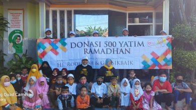 Photo of Menggembirakan 500 Anak Yatim, Dermawan Gresik Hj Rodheyah dan Gus Fik Gresik berbagi donasi di Ramadhan Jumat Berkah