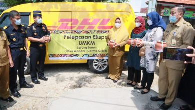 Photo of Ning Min Wabup Gresik Lepas Ekspor Perdana Sarung Tenun Wedani