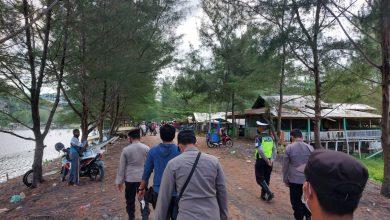 Photo of Hari Ketiga KRYD, Petugas Bagikan Ratusan Masker Dan Pantau Obyek Wisata